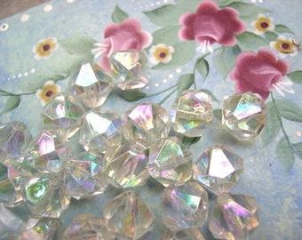 10 Vintage beads plastic crystal shape 15mm