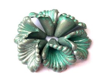 6 Vintage flowers plastic beads grey with blue green shade 18mm length