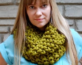 Double-Down hand-knit chunky cowl - Chartreuse