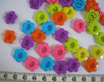 40 pcs of Another Bright Flower Button - 15mm