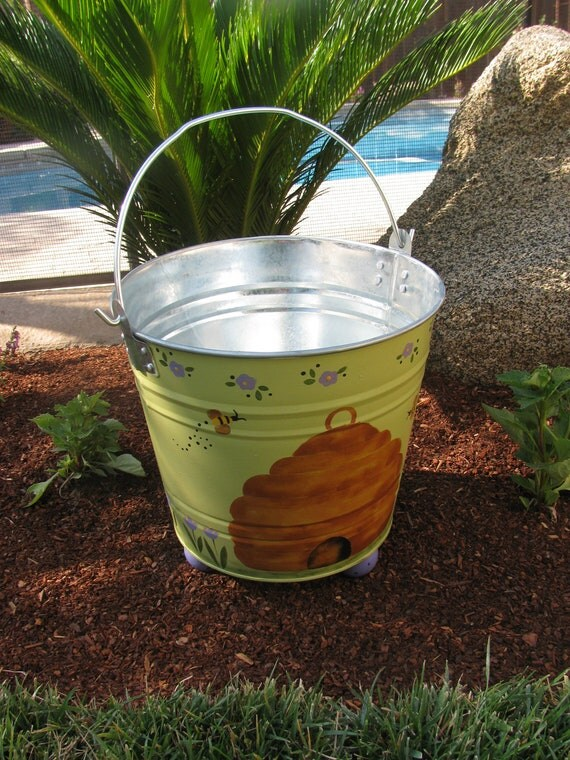Bee hive bucket for Hive container homes