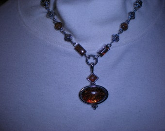 beautiful PREMIER DESIGNS silvertone amber necklace retired