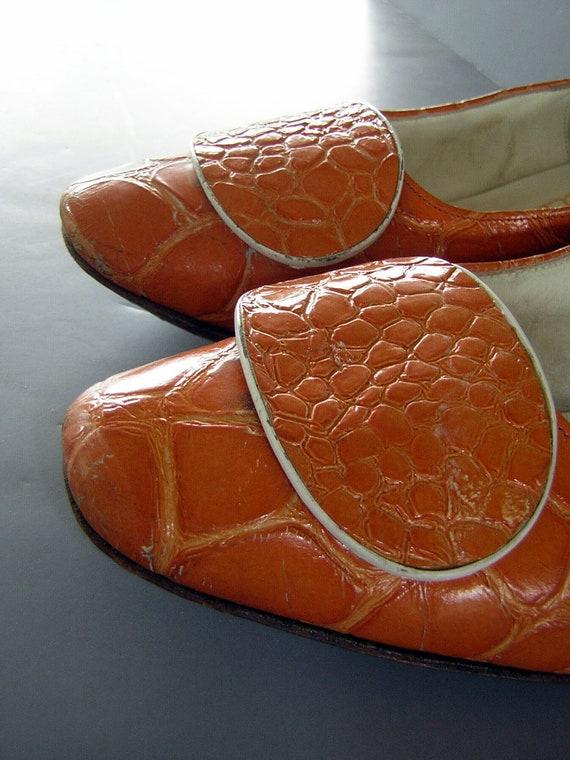 Vintage 60s ORANGE Mock Croc Low Chunky Heels - GAMINS - Size 7 1/2 B