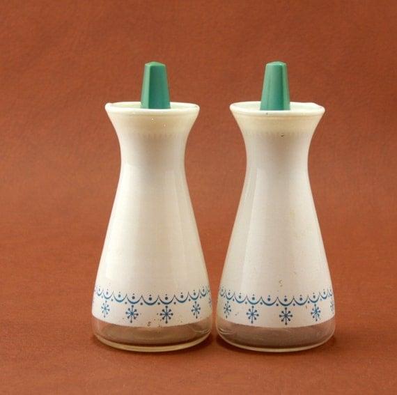 Corning Pyrex Blue Snowflake Salt Pepper Shakers Set Vtg