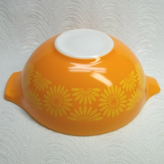 Vintage Pyrex Lg 444 4 qt Cinderella Mixing Bowl...Orange with Yellow DAISIES...No  Chips...Super Clean