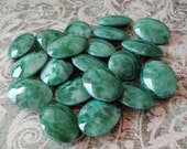 Vintage 18x13mm Jade Matrix Mottled Smooth Top Faceted Pointed Back Oval Glass Jewels or Cabs (4 Pieces)