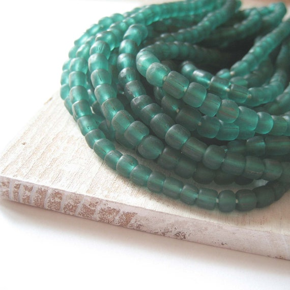 small  green  teal glass Beads Modern Indo-pacific  - 3 to 5  mm  - 22 inches strand  -  2Bbgl63