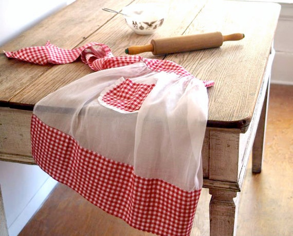 Vintage Red and White Apron, Cottage Chic, Farmhouse Fashion