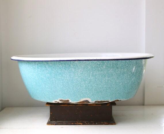 vintage 1930s enamel ware baby basin bathtub robin 39 s egg. Black Bedroom Furniture Sets. Home Design Ideas