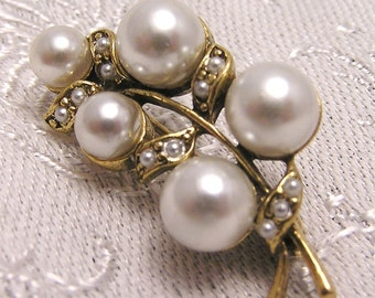 Vintage Faux Pearl and Seed Pearl Brooch J102