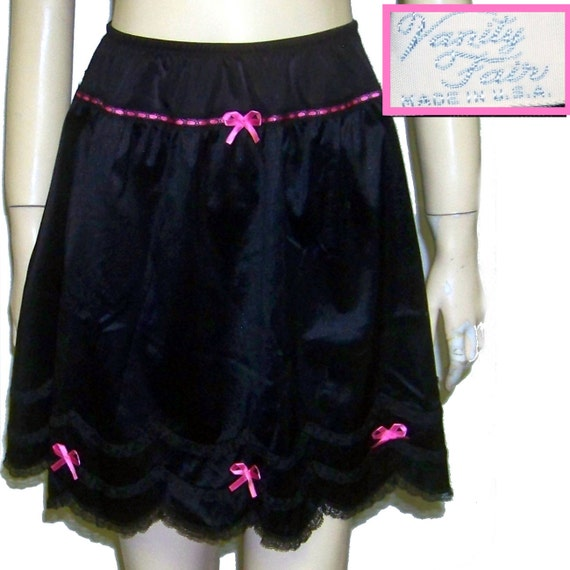 60s Vanity Fair half slip black nylon pink trim scallop lace hem XS
