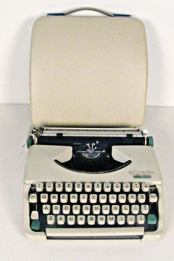 vintage Olympia Splendid 33 portable manual typewriter with case - cream - 1950s-1960s