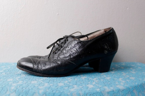 Vintage 1930's Black Lace Up Leather Wing Tip Heels 7 A