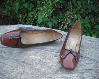 Vintage Leather Pumps by Risque/Two Tone Leather Pumps Size 5B