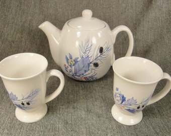 HOLIDAYS  Teapot  SET Two cups  Moderne   pottery  1980s  signed  made in USA great condition