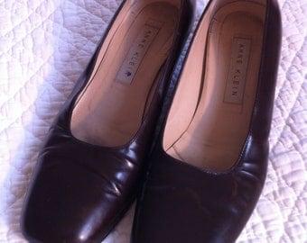 Vintage Shoes Anne Klein Brown Kitten Heel Pumps with Round Heels Size 7 and one half