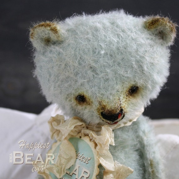 Happy little collectable HMA mohair bear by Vivianne Galli.