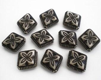 10pcs Black and Cream Ornate floral diamond shape acrylic beads