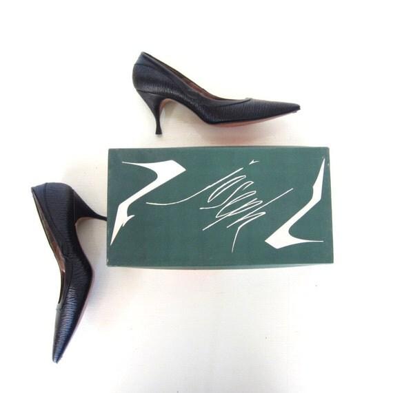 Vintage 1960s Shoes / Winkelpicker Pumps / 60s Heels / Stiletto Heels / Faux Bois / Size 6.5