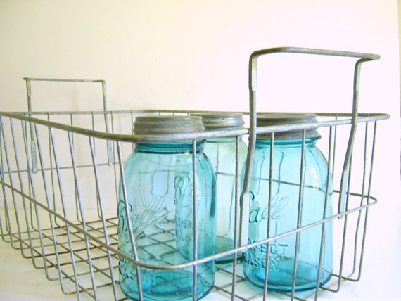Vintage Wire Basket/Dual Handles/French Country/Garden/Laundry Room/Storage/Locker Basket