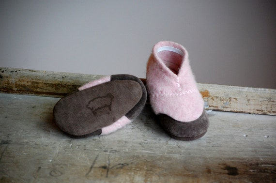 Baby Shoes, Wool Slippers, Eco Friendly, size 0-12 months, Hello World