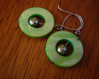Summer Green Mother of Pearl Circle Earrings