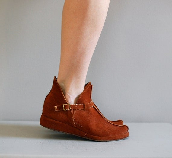 1960s shoes / suede ankle boots / Elfin Booties