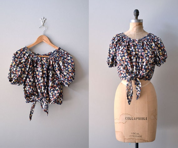 vintage 1970s blouse / floral 70s peasant top / tie front blouse / crop top