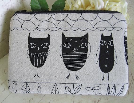 Owl case / Gadget bag / coin purse / owls / zipper pouch / padded bag / camera bag