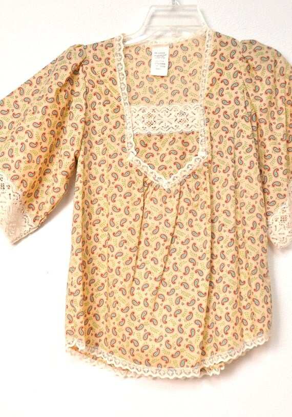Prarie Girl Paisley Cotton Top all  Vintage 1970s Cosmic Pattern  Blouse with Lace S M
