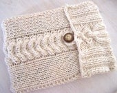 knitted laptop sleeve white