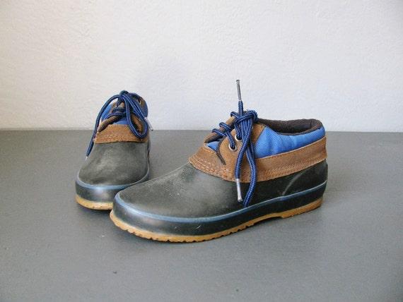 s a l e . vintage '80s navy blue & brown DUCK shoes. size 7.