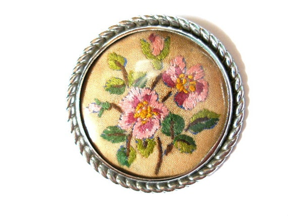 Pretty 1920's vintage hand embroidered flower brooch-Wild roses-Art Deco 1930's-