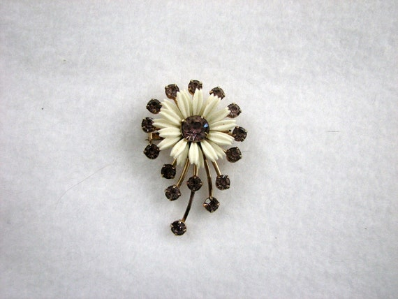 Old Vintage Atomic Style Flower Brooch Pin with Daisy and Lavender Rhinestones