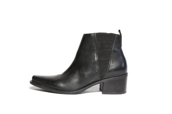 VTG 80's Minimal Black Leather Chelsea Ankle Boots 7.5