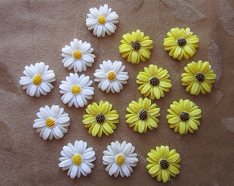 16 Vintage celluloid flower cabochons, daisy, yellow black eyed Suzie, 20mm
