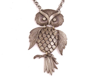 Vintage Owl Necklace 1970s Silver tone Metal Articulated Pewter