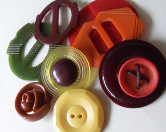 9 vintage bakelite plastic buckles and buttons