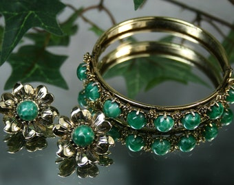 Vintage Goldtone with Green Glass Stones -  Bracelet and Earring Set