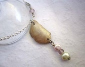 Sweet pendant - seashell fresh water pearl glass necklace