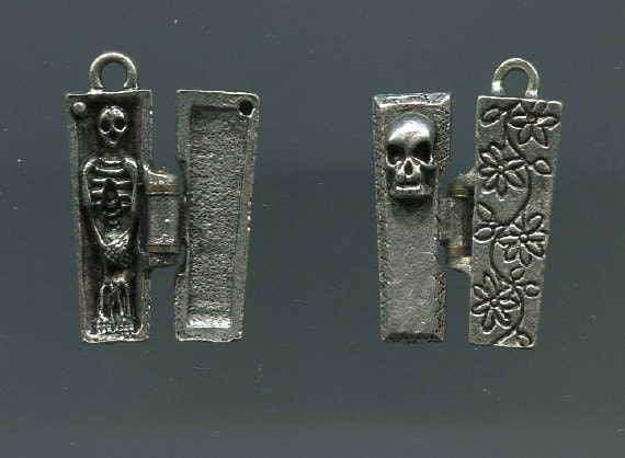3D Pewter Hinged-Lid Coffin with Skeleton Charm (Set of 2)
