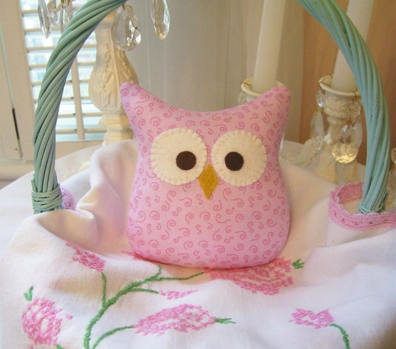 One 5 inch Shabby Owl in Pale Pink Swirles....Cute