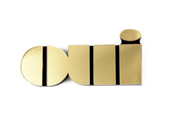 Oui brooch in gold mirror perspex