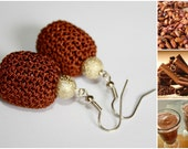 Cacao with cinnamon - hand crocheted earrings with metalic gold beads