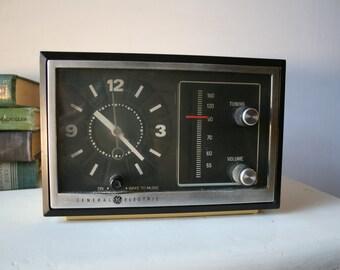 Mid Century Modern Radio Clock