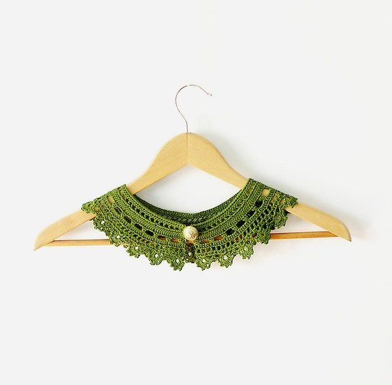 Green Lace Collar