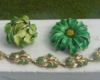 Grooup 3 Vintage Mid Century Pins and Bracelet KELLY GREEN Flower Power