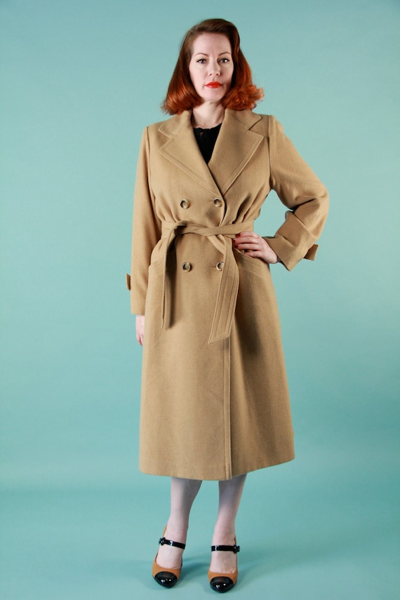 Vintage 1960s Large Camel Hair Soft Tan Refined Peacoat Mod Belted Trench Coat Shoulder Pads Diagonal Front Pockets Tortoise Shell Buttons