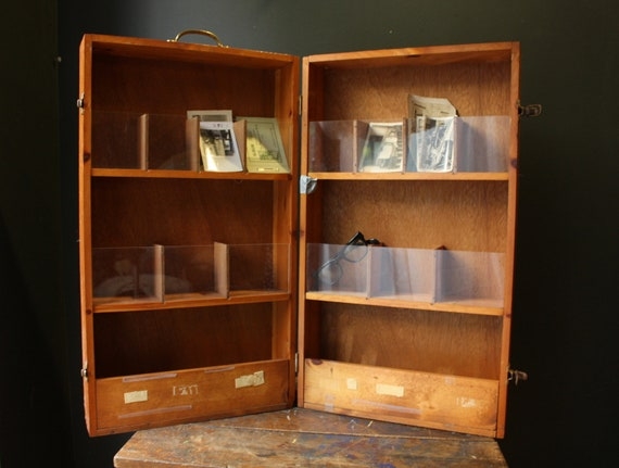 Leaflet Display Wooden Suitcase Cabinet