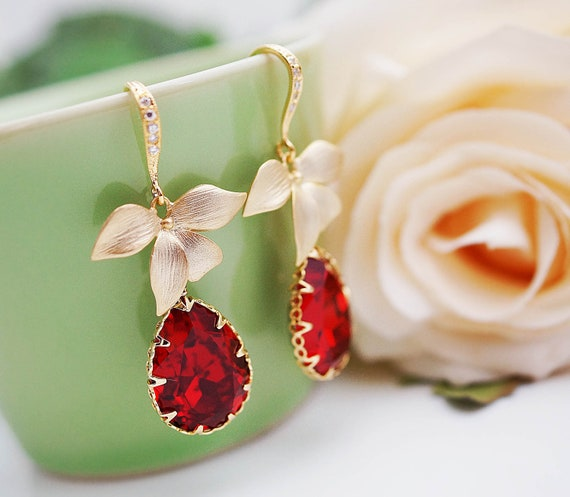 Wedding Jewelry Bridal Earrings Bridesmaid Earrings Matte gold plated leaf charm with Siam Red Swarovski Tear drops